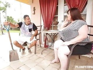 Large tit bbw lexxxi luxe bonks the latino gardner